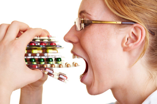 пластинки таблеток в руках