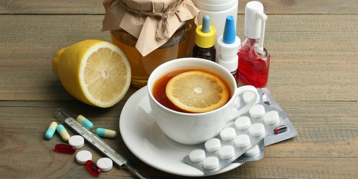 чай с лимоном и таблетки