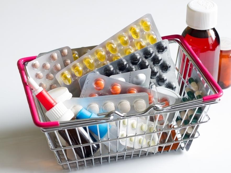 лекарства в корзине