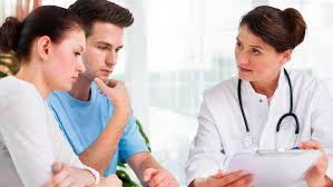 консультация семейной пары у доктора