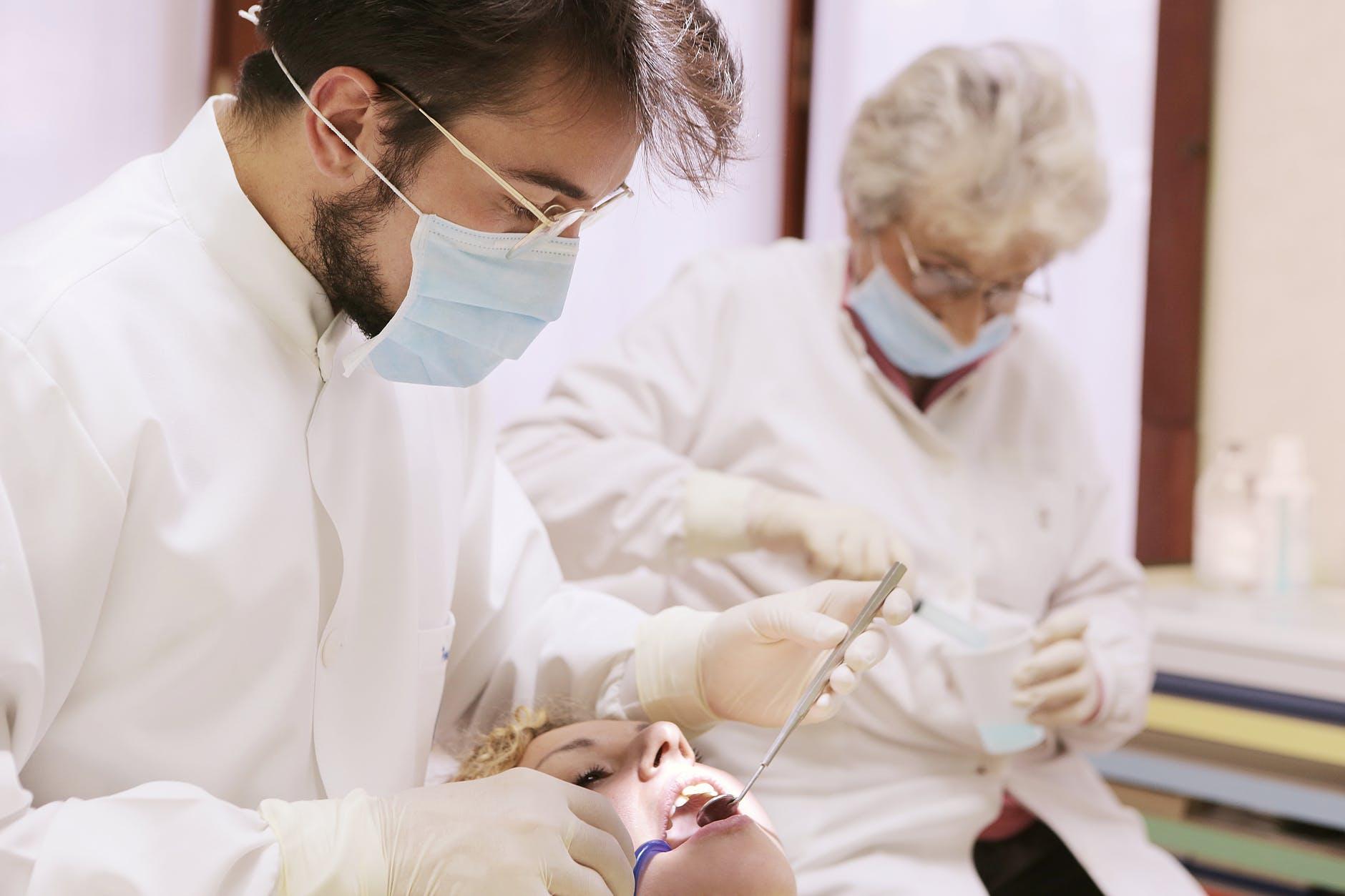 стоматолог при гепатите
